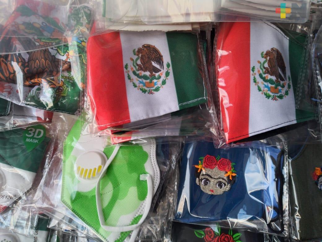 Cubrebocas tricolores para celebrar fiestas patrias