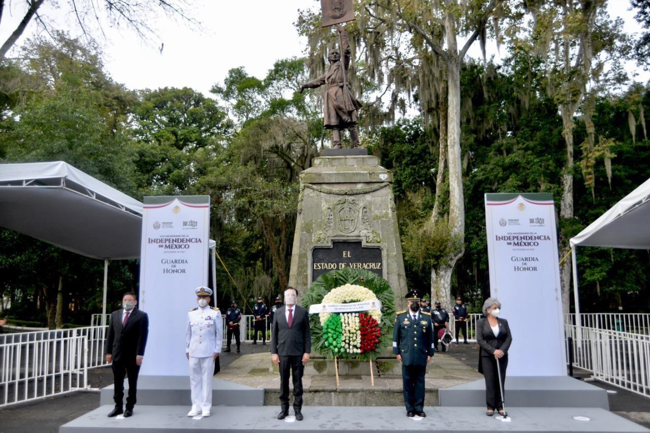 Montó guardia de honor Cuitláhuac García ante monumento a Hidalgo