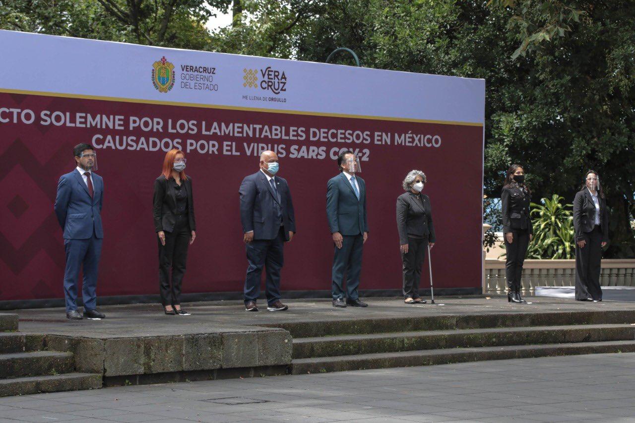 Encabeza gobernador de Veracruz acto solemne a fallecidos por COVID-19