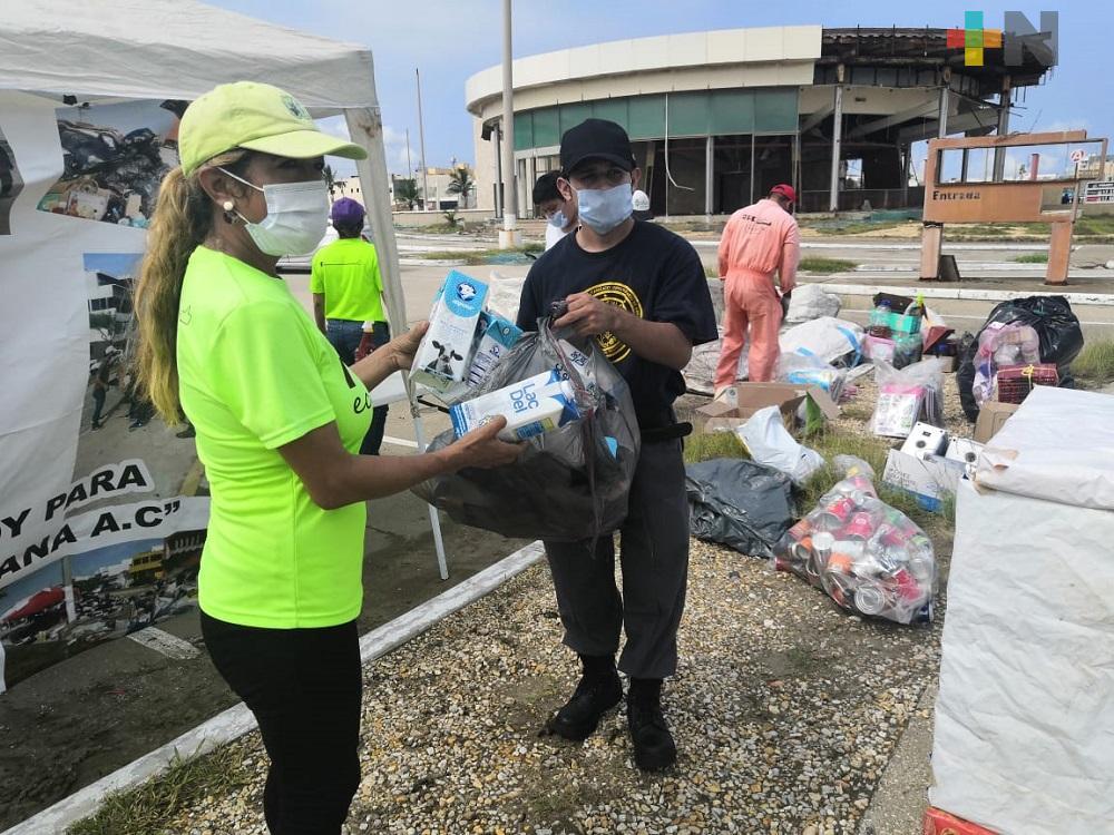En Coatzacoalcos, asociación realiza colecta de materiales reciclables para apoyar a animales en situación de calle