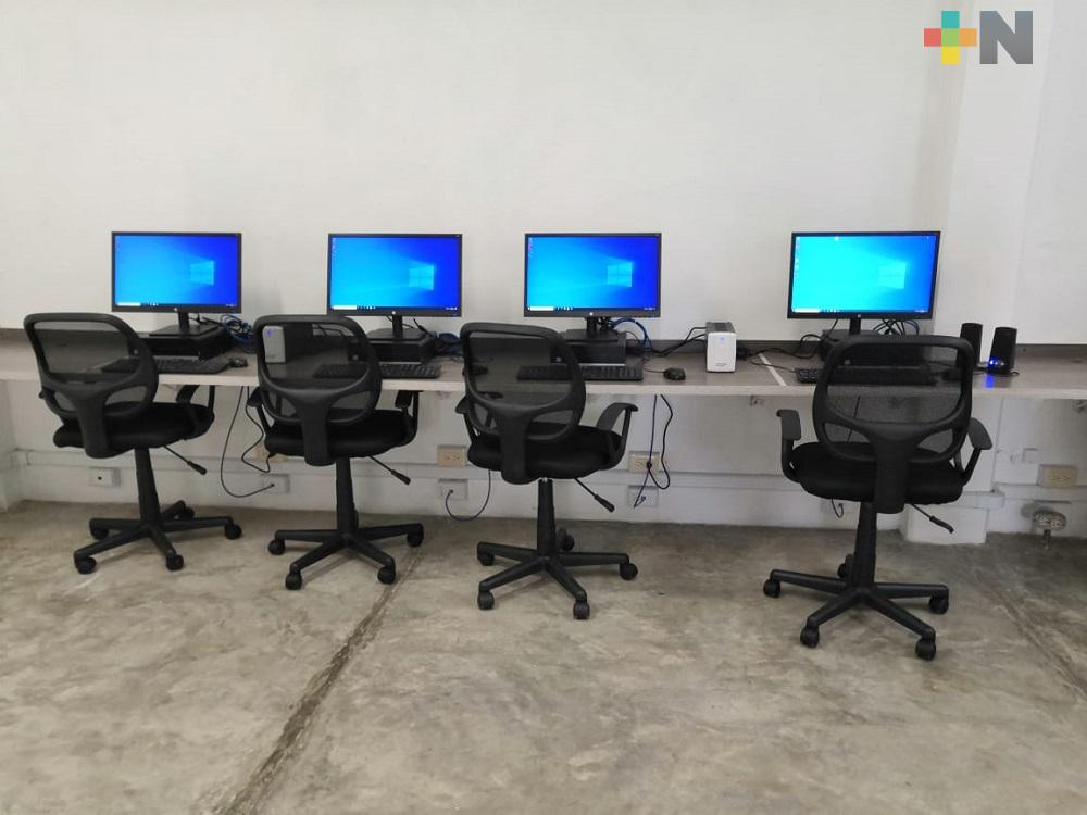 Habilitan tres bibliotecas de Coatzacoalcos para ofrecer servicio gratuito de computadoras e internet