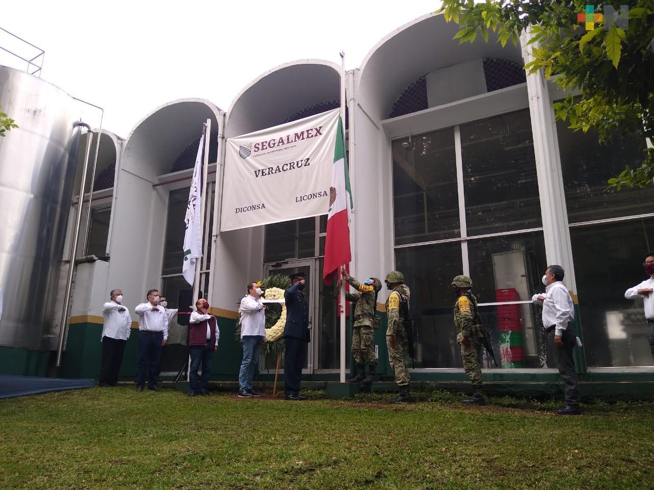 Personal militar realizó honores a los símbolos patrios en Gerencia Veracruz de LICONSA