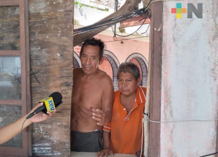 Indigentes ocupan restaurante abandonado en Veracruz, vecinos piden su desalojo