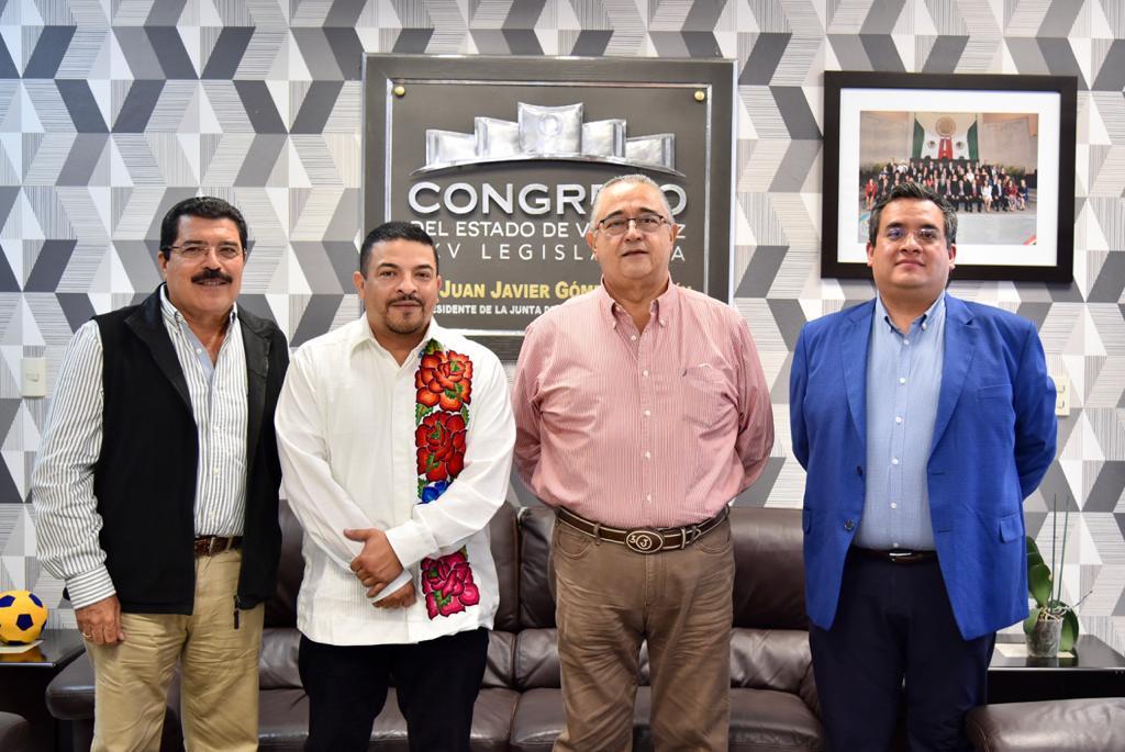 Atiende diputado Gómez Cazarín a líderes ganaderos de la entidad