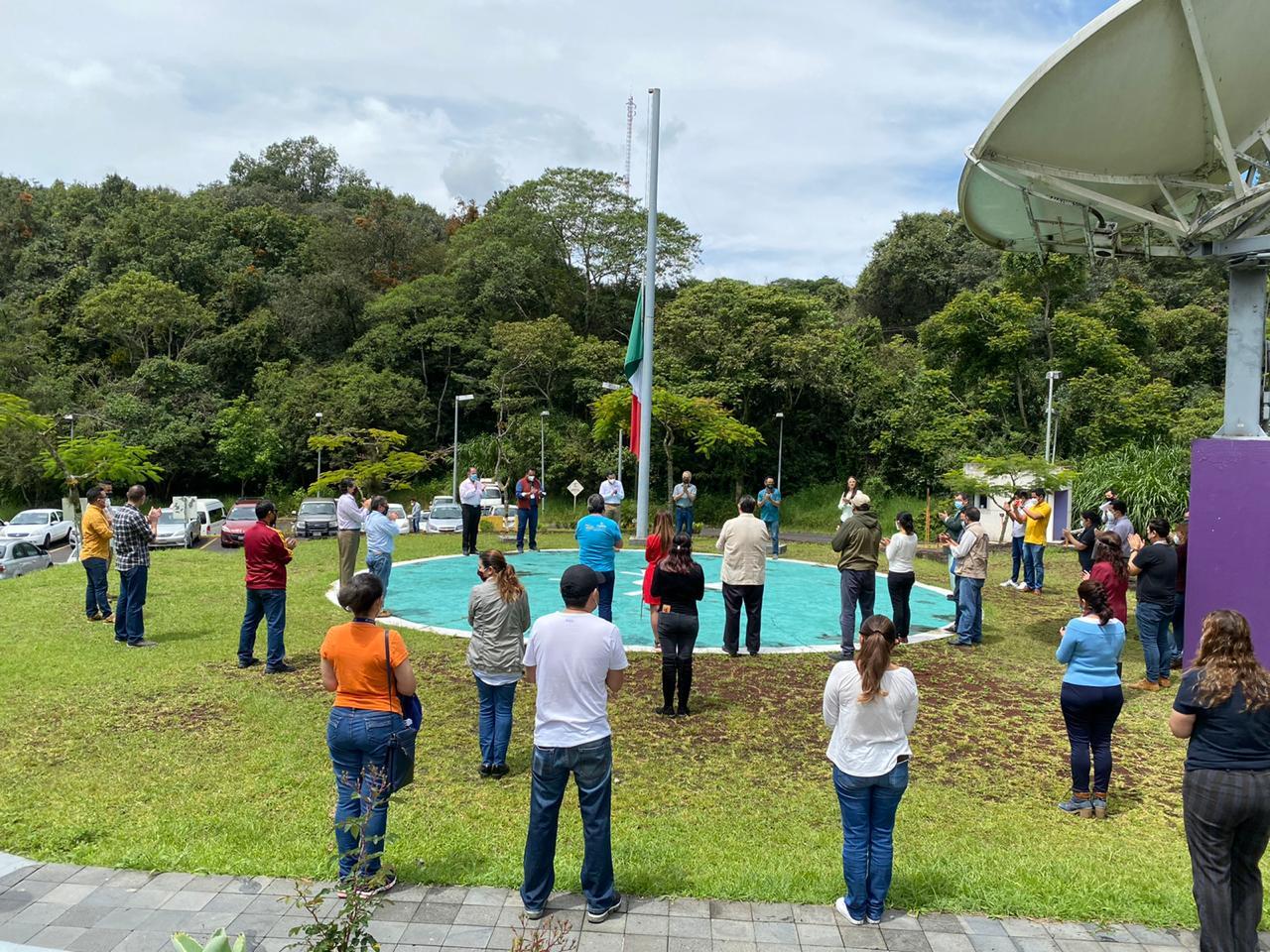 Rinden trabajadores de RTV homenaje a personal de salud