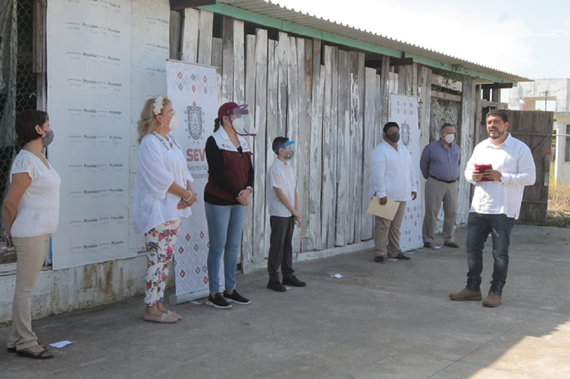 SEV inicia la construcción de una escuela en Veracruz y entrega rehabilitación de aulas