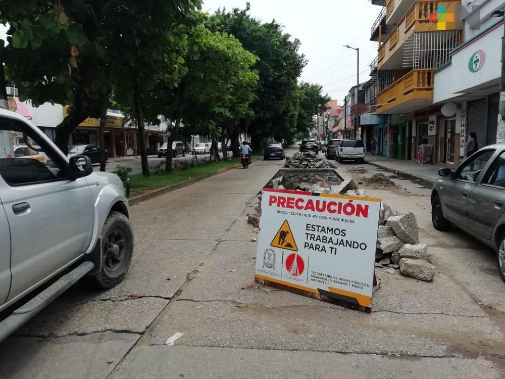 Secretaría de Obras Públicas de Coatzacoalcos realiza reparación de socavones en avenidas de la ciudad