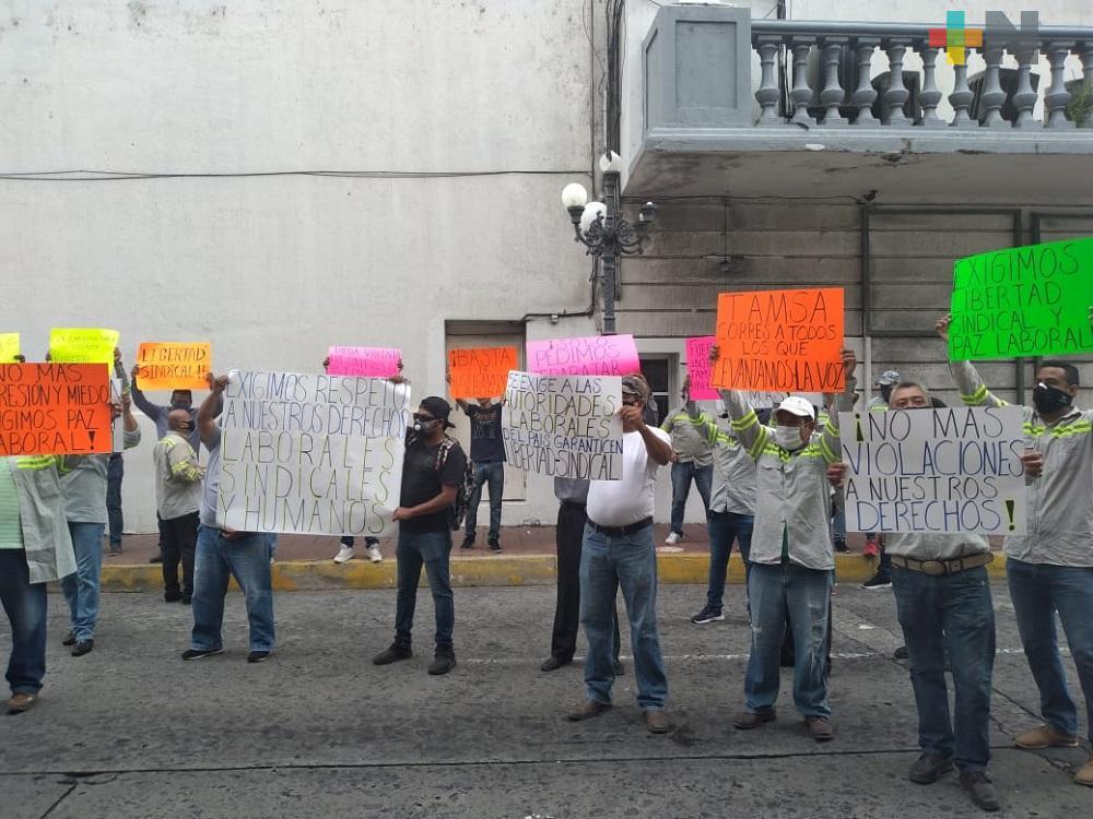 Trabajadores de Tamsa bloquean avenida de Veracruz, demandan soluciones laborales