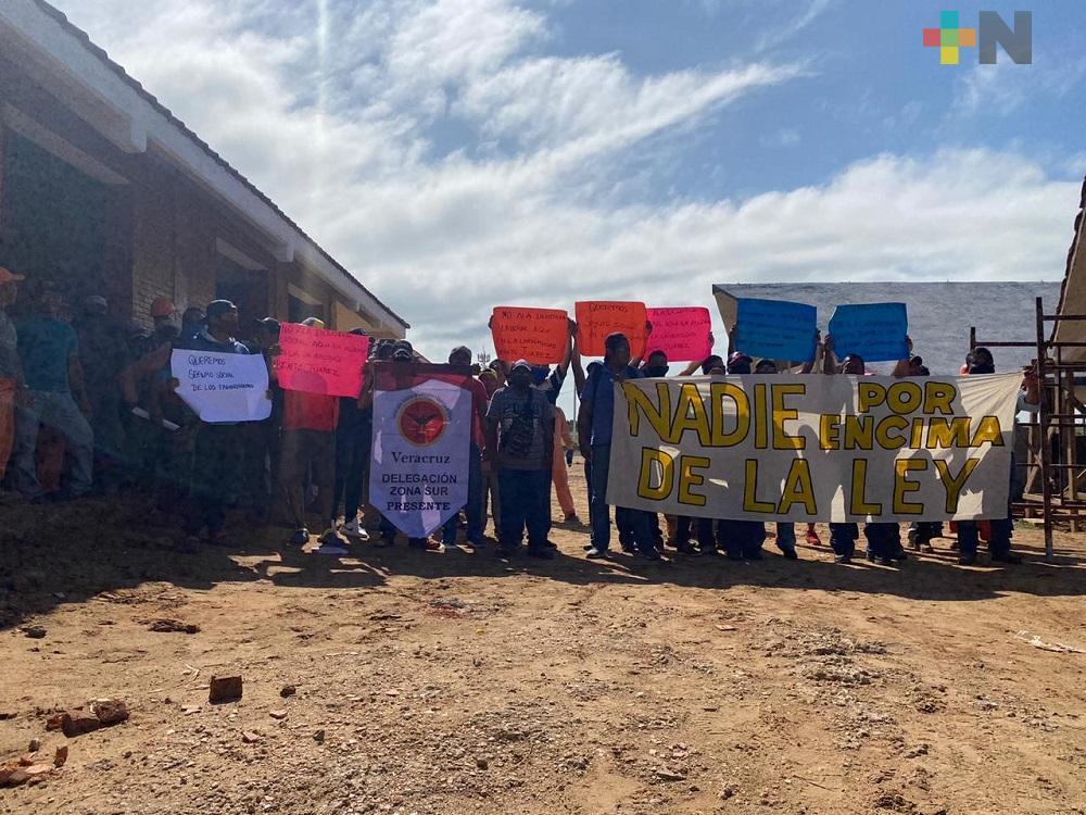 Trabajadores paralizan construcción de Universidad Benito Juárez, acusan despido injustificado