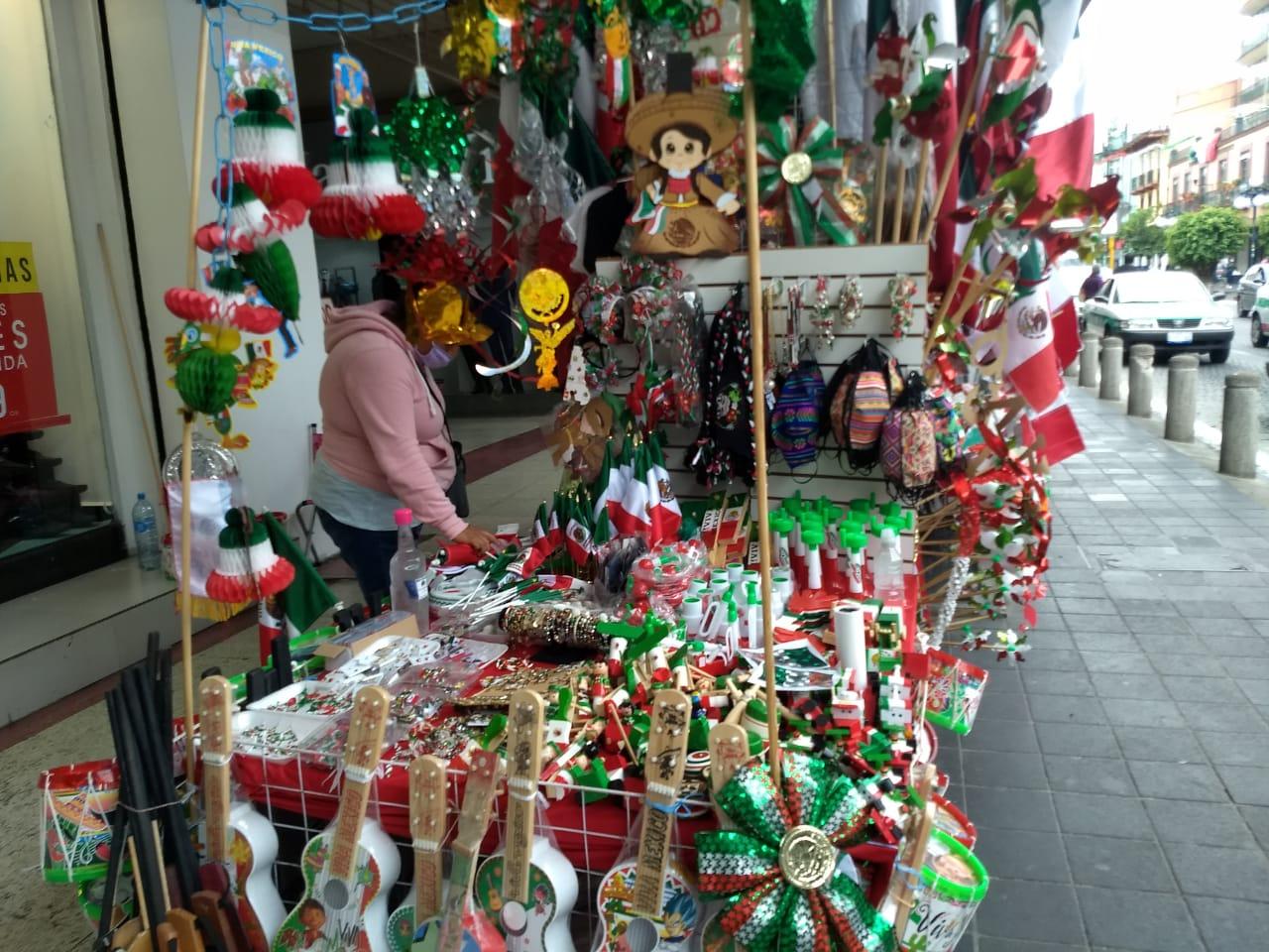 Aún no repuntan las ventas de artículos patrios en Xalapa