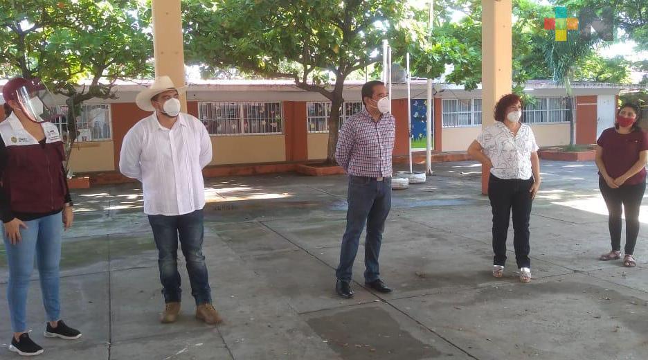 En proceso 30 obras en escuelas del municipio de Veracruz: Zenyazen Escobar