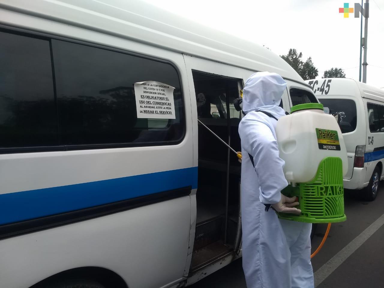 Desinfectan unidades de transporte público en Xalapa