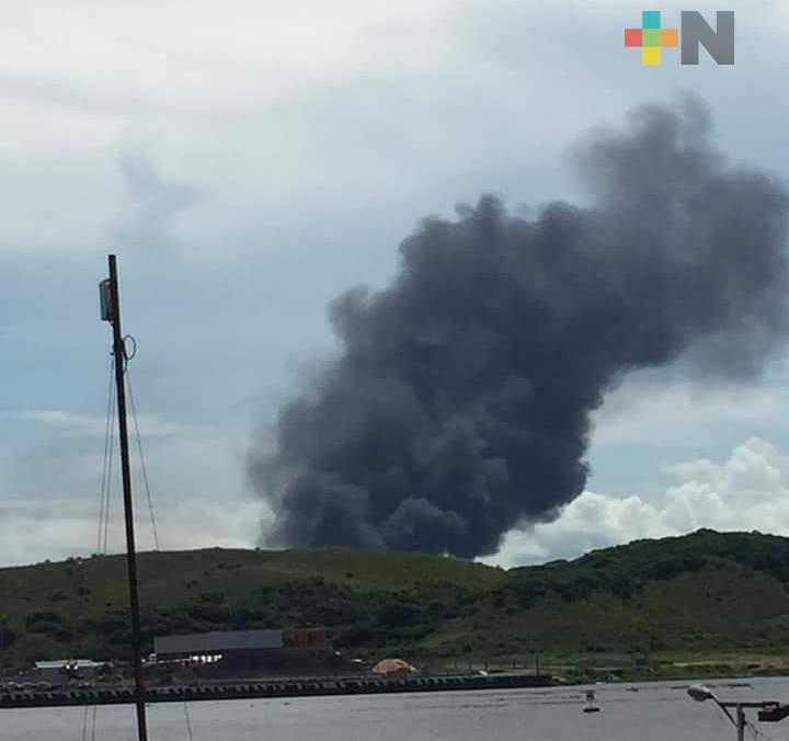 Columna de humo en el complejo Morelos causó alarma en Coatzacoalcos