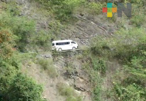 Ante deslaves, derrumbes y caída de rocas en la sierra norte, Protección Civil pide extremar precauciones