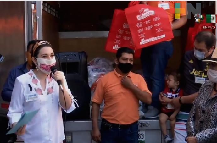 Compañeros Unidos Empresa y Comercio de Xalapa  repartió despensas
