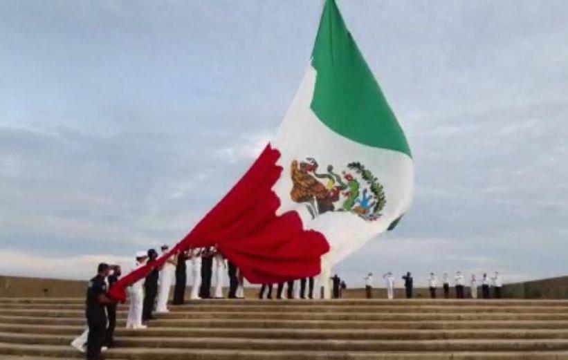 Izamiento de bandera en Coatzacoalcos