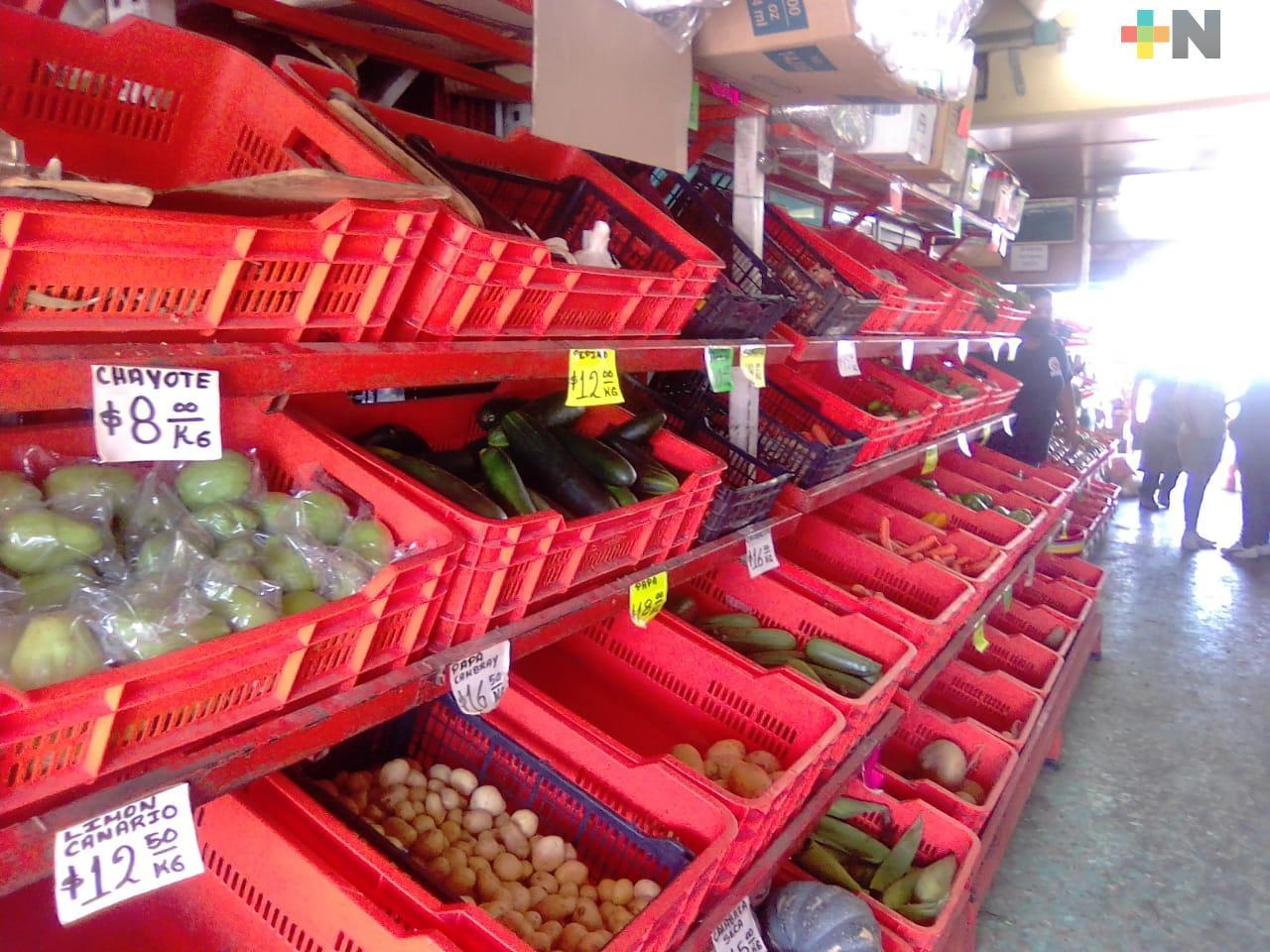 Por pandemia, comerciantes de mercados hacen entregas a domicilio
