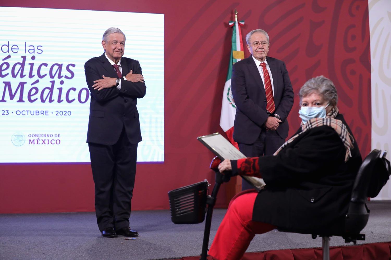 Presidente reconoce entrega de médicas y médicos durante epidemia de COVID-19