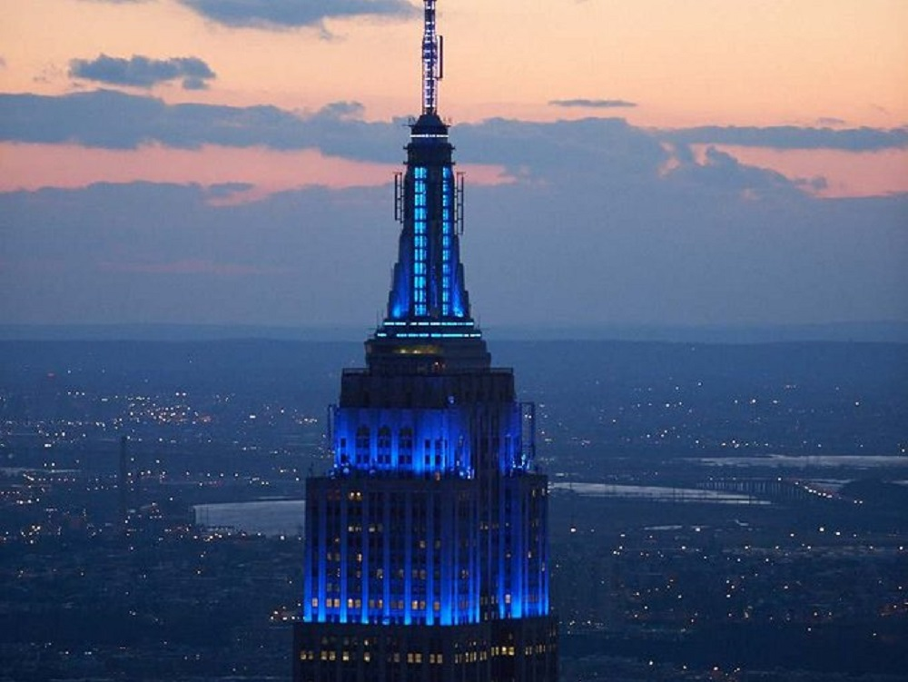 En el Día de la ONU el mundo ilumina de azul cientos de edificios emblemáticos