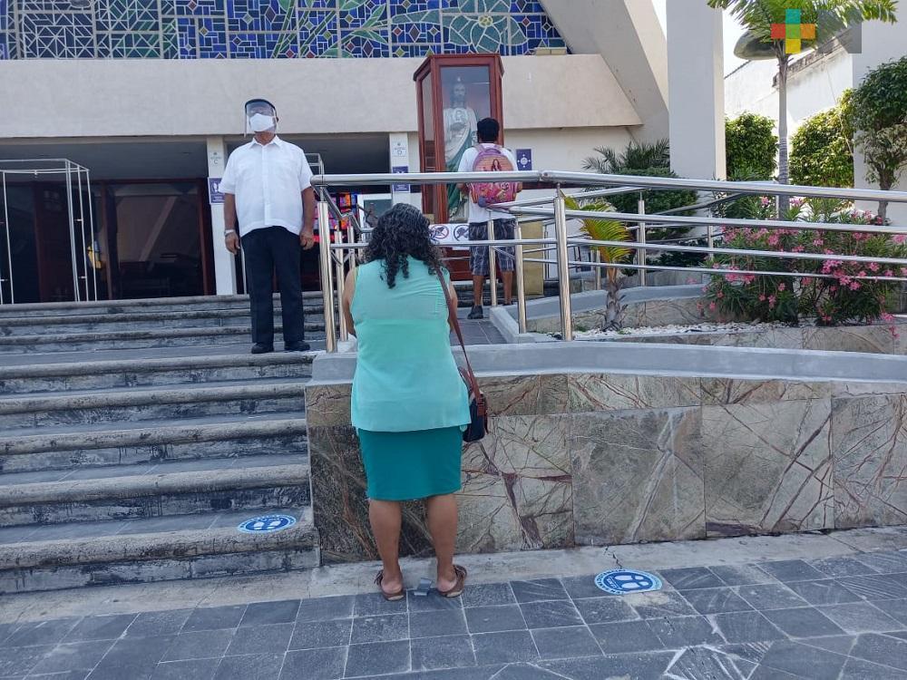 En Coatzacoalcos, fieles acuden a dar gracias a San Judas Tadeo en su día