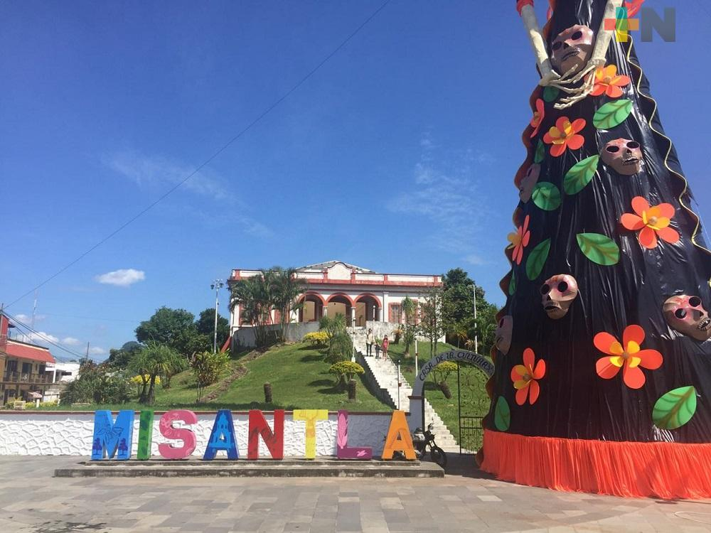 En Misantla instalan Catrina Gigante con cubrebocas