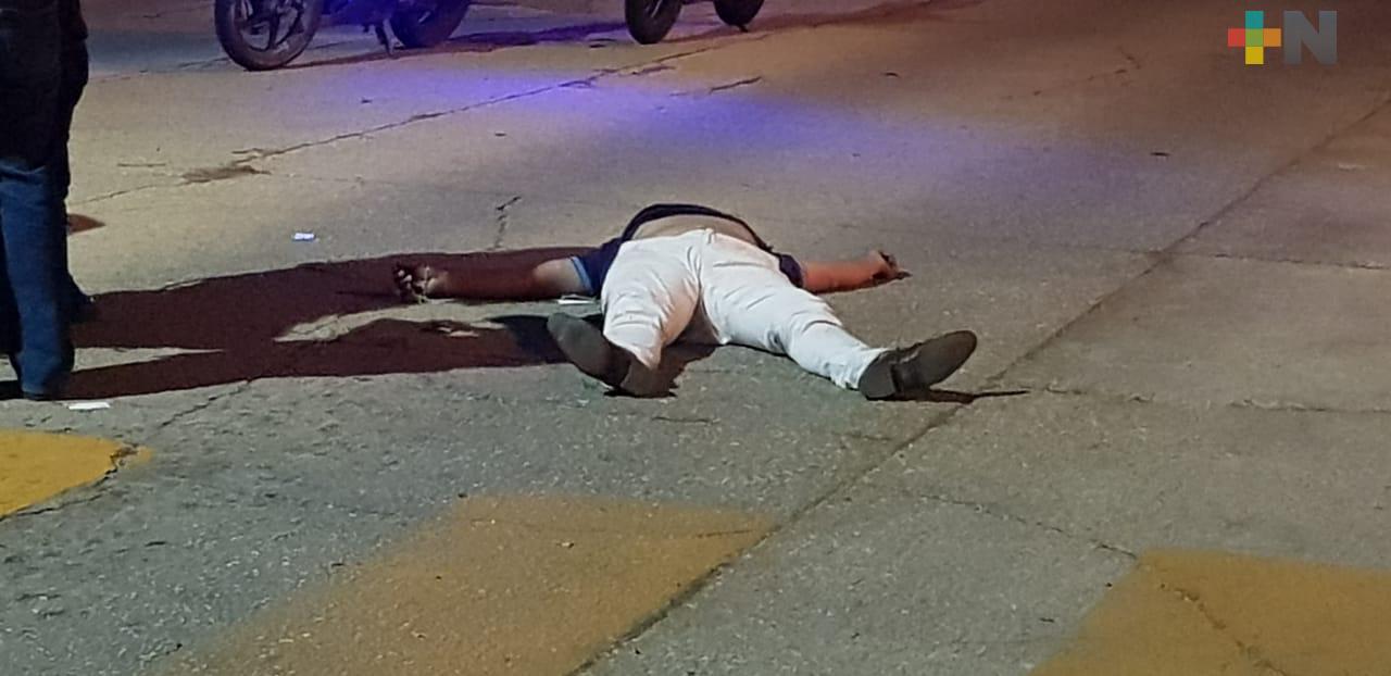 Muere motociclista tras impactarse a un árbol
