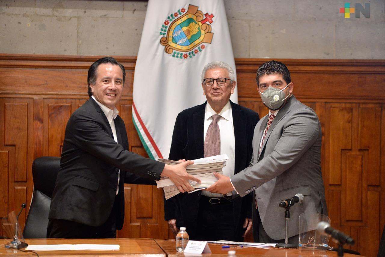 Reciben título de propiedad 225 escuelas de núcleos agrarios; un acto más de justicia social: Gobernador Cuitláhuac García