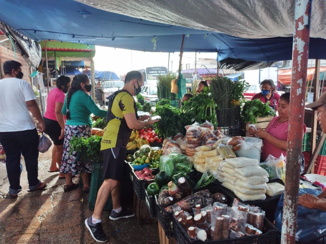 Corredores entregan cubrebocas en colonias de Coatzacoalcos