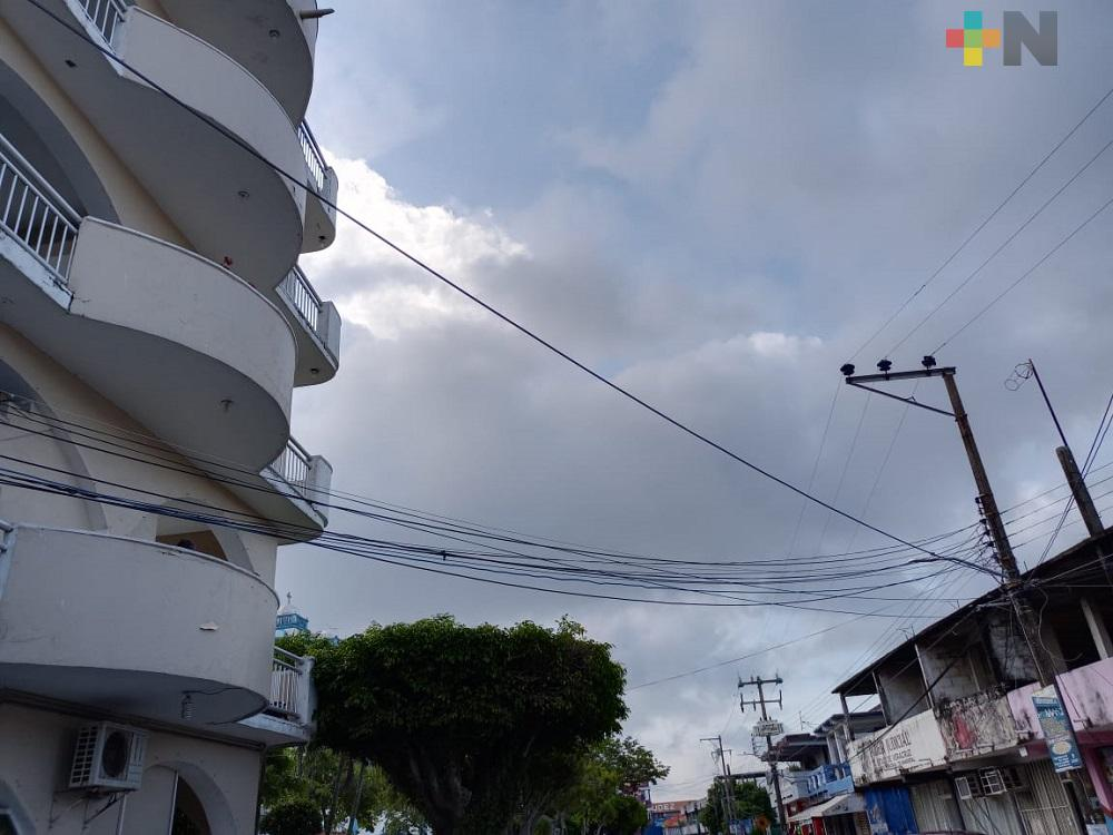 Zona centro de Nanchital, se quedó sin servicio de energía eléctrica