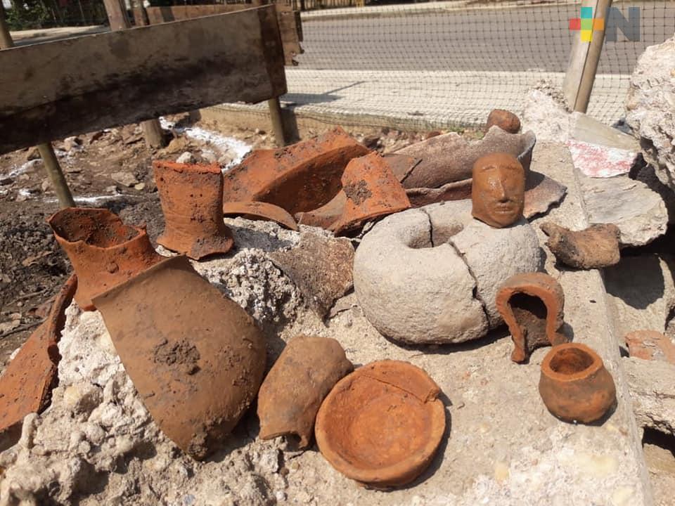 Encuentran piezas arqueológicas al construir un vivero en Cosoleacaque
