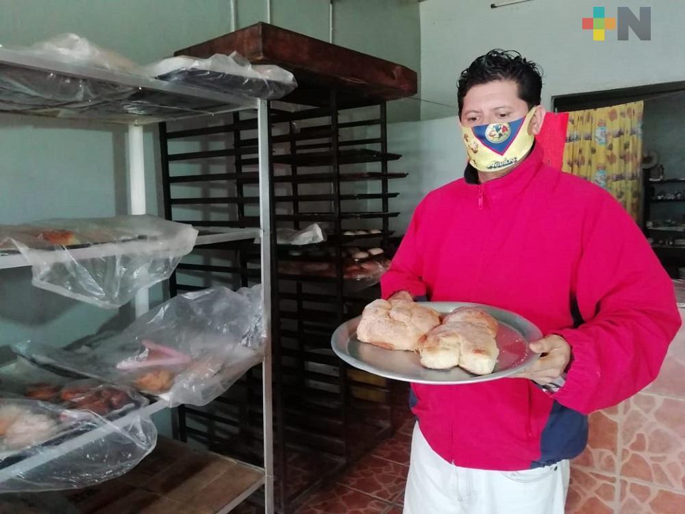 Pandemia no es obstáculo para elaborar pan de muerto en Coatzacoalcos