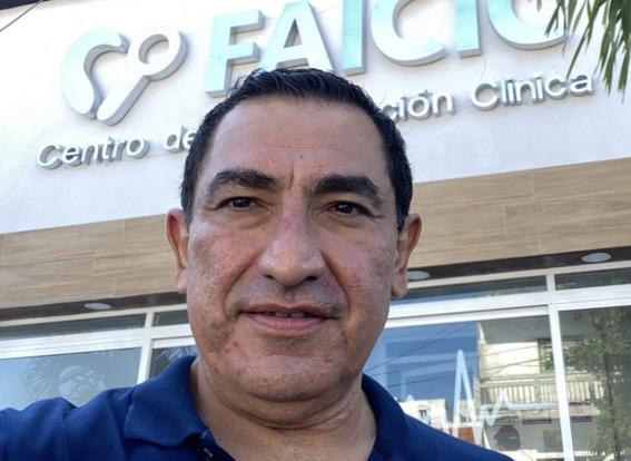 En Veracruz aplican vacuna anticovid en ensayo clínico, al conductor de radio Xavier Moranchel