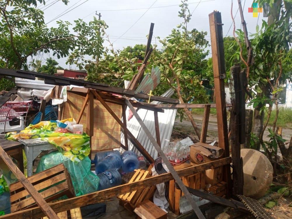 En Coatzacoalcos, mini tornado deja casas destechadas y daños materiales
