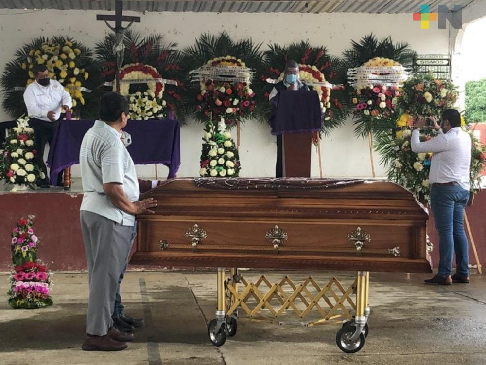 Dieron sepultura a alcaldesa de Moloacán, fallecida el fin de semana a causa de COVID-19