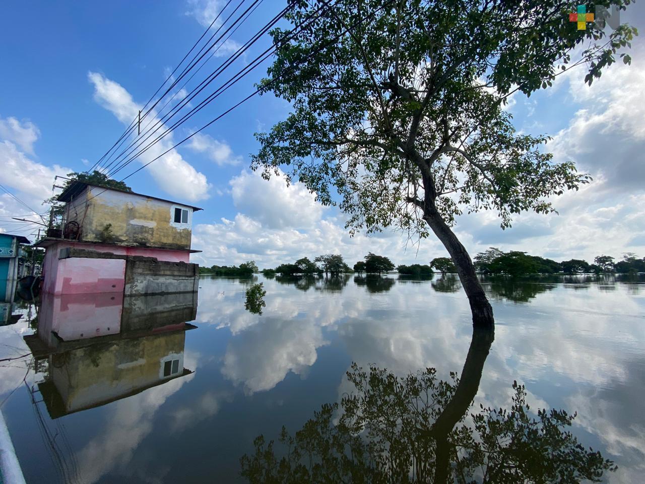 Frentes fríos y lluvias mantienen al municipio de Las Choapas bajo el agua