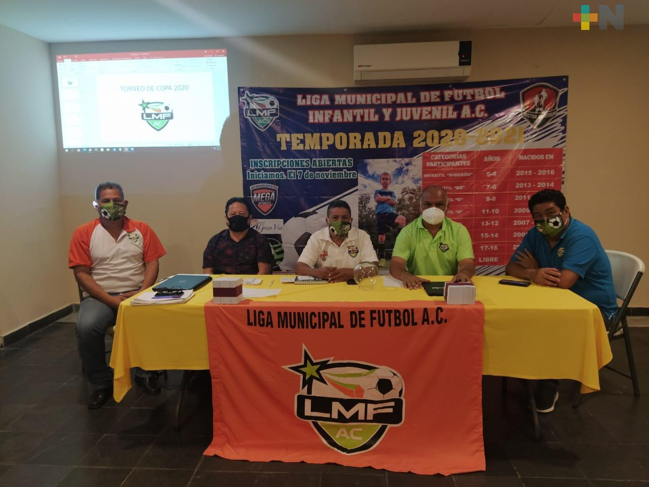 Realizan sorteo del Torneo de Copa, en la Liga Municipal