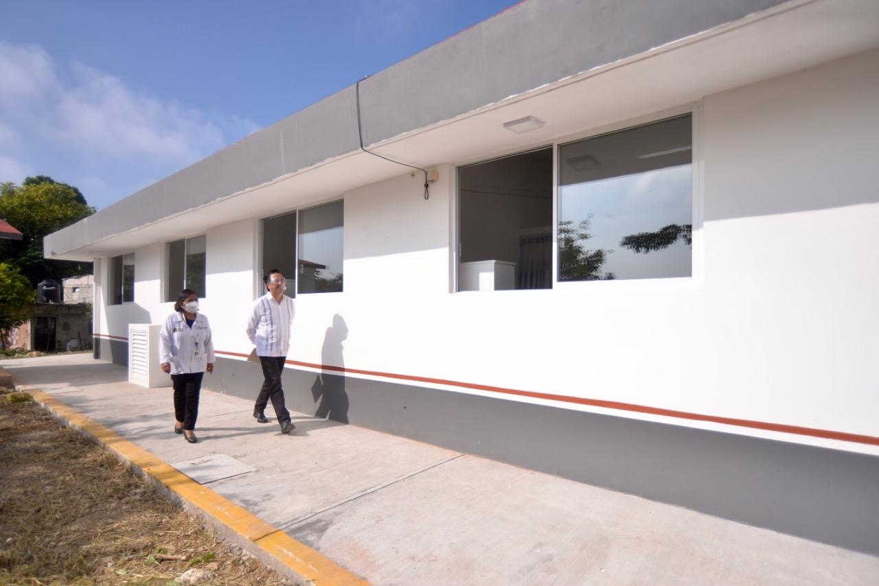 Cumple el gobernador de Veracruz con mejores espacios para la salud y educación en Papantla