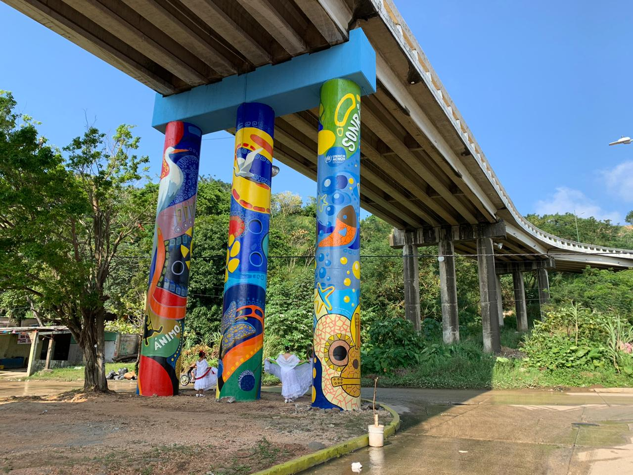 Artista plástico sureño embelleció área donde se reúnen migrantes, en Coatzacoalcos