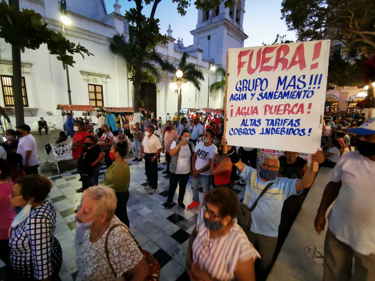 Ciudadanos porteños se manifiestan contra ayuntamiento de Veracruz, por problema de agua potable