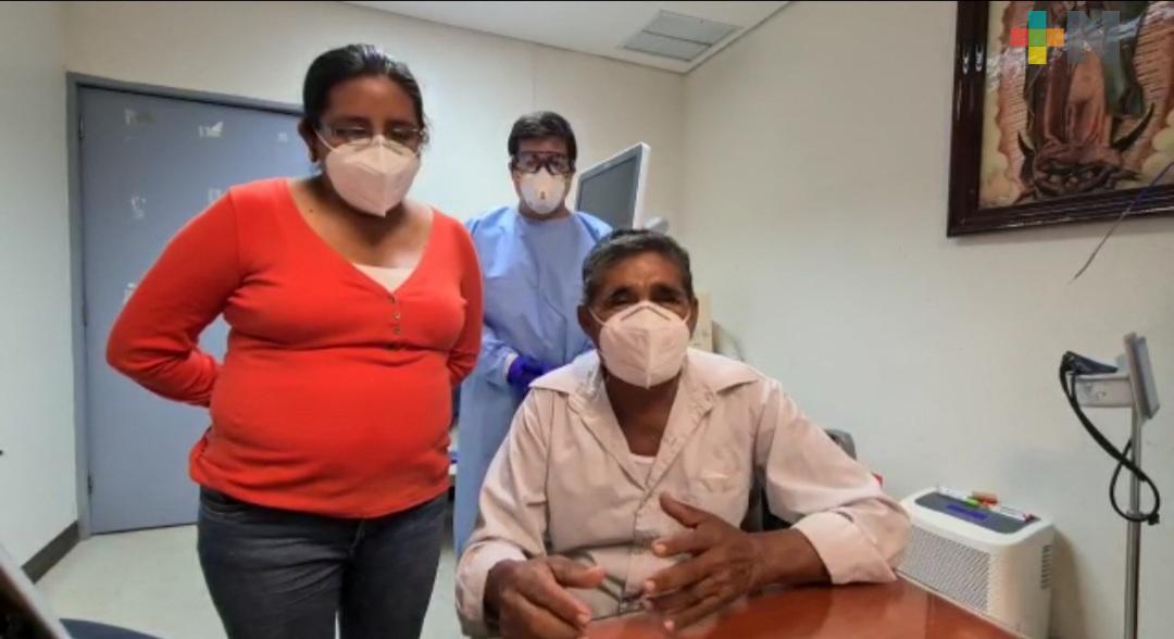 Con ayuda de traductor de zapoteco, salvan la vida de adulto mayor en ISSSTE de Veracruz