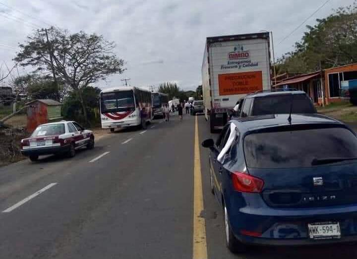 Pobladores bloquearon la carretera costera a la altura de Alvarado