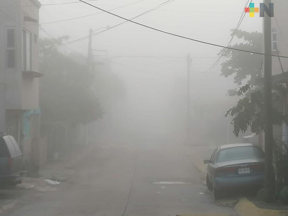 Densa niebla cubre la ciudad de Coatzacoalcos