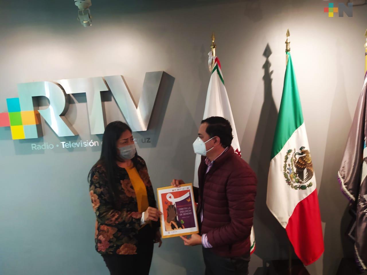 Entrega IVM a RTV material para promover y difundir  derechos de las mujeres
