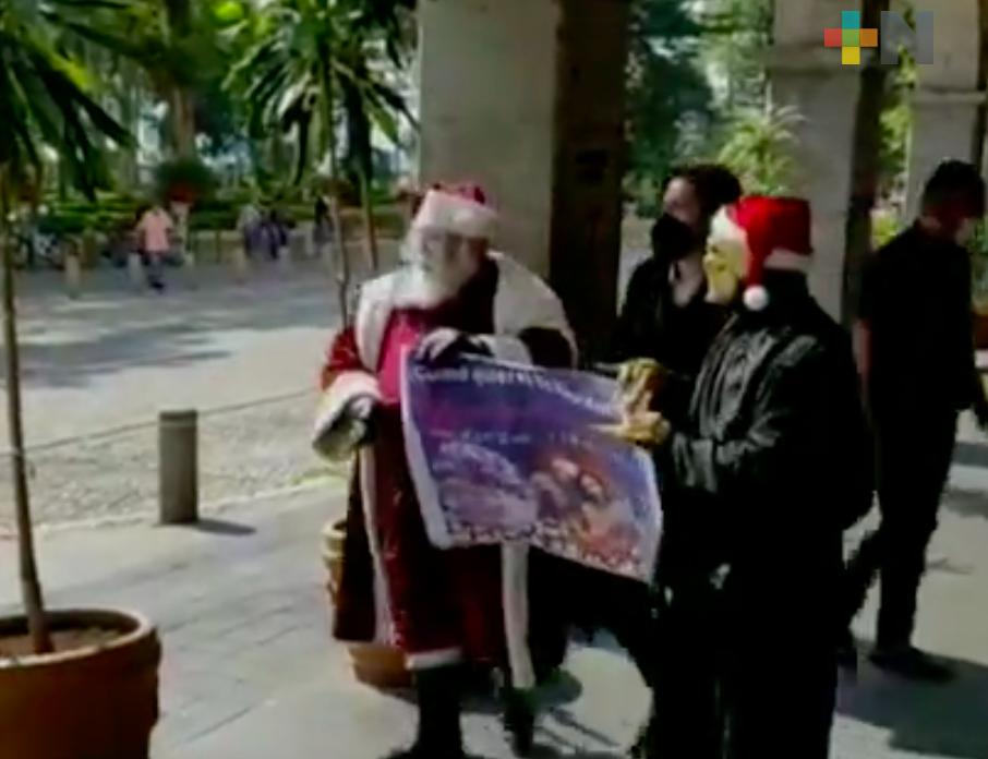 Santa Claus pide a xalapeños continuar con las medidas de sanidad