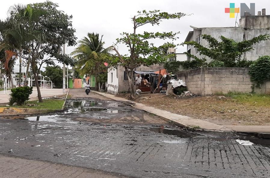 Reportan fugas de aguas negras en colonia Plan de Ayala de Boca del Río