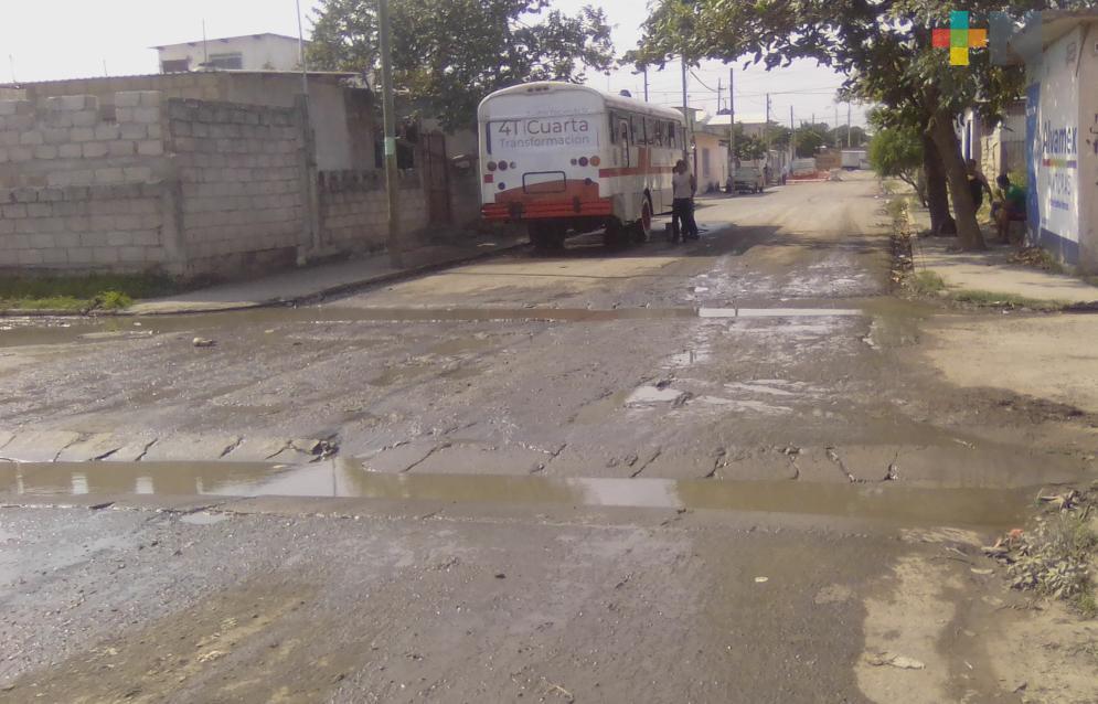 Ciudadanos denuncian mal estado de calle en Boca del Río