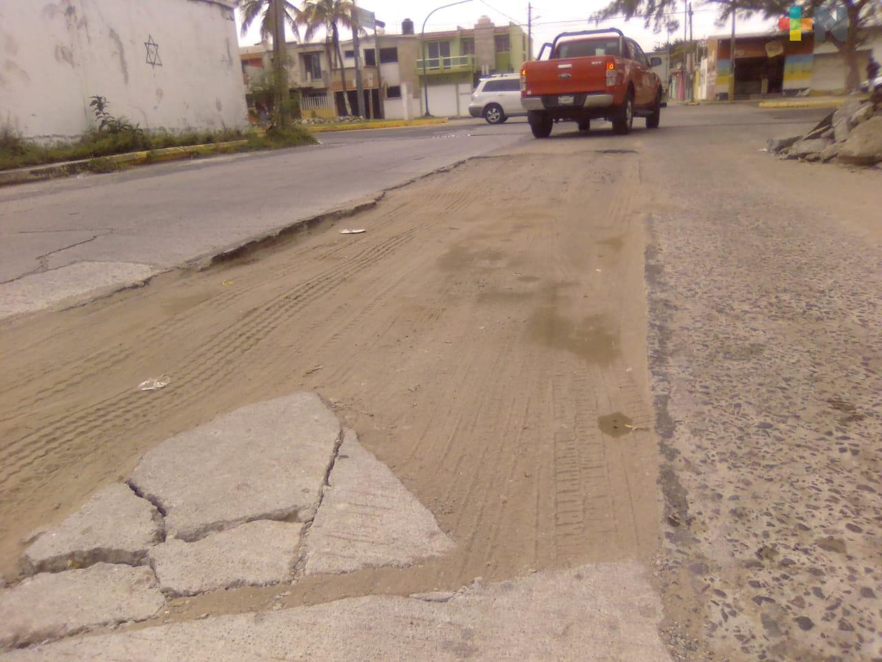 Piden a Grupo MAS repare calle Icazo y Allende Norte, en Veracruz