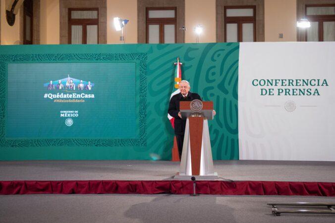 Funcionarios federales observan experiencia de vacunación contra COVID-19 en Argentina, informó el presidente