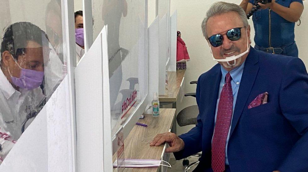Carlos Villagrán «Quico» se registró como candidato a gobernador de Querétaro