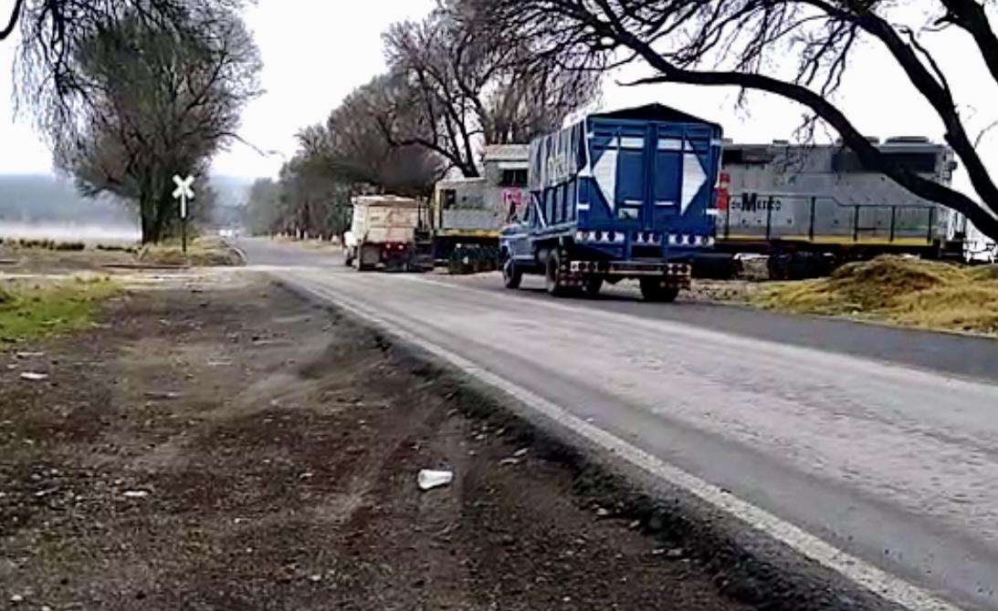 Tren arrolló a camión de volteo en Villa Aldama